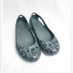 Crocs • black & grey flats